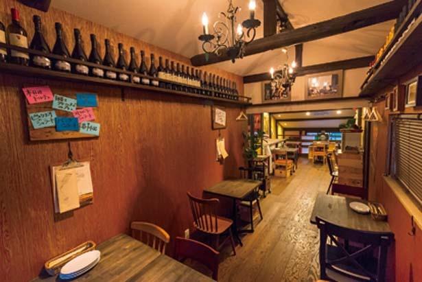 2階のテーブル席は借り切ることもできる/Pizzeria e Bar La Voce