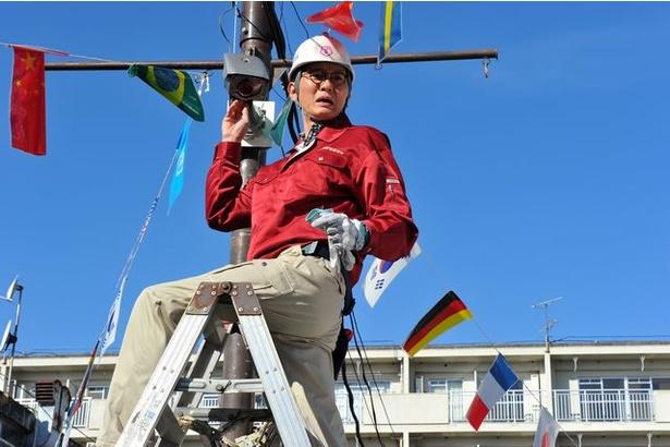 主人公・須波太平(松重)は街の電器店の店主だが実は