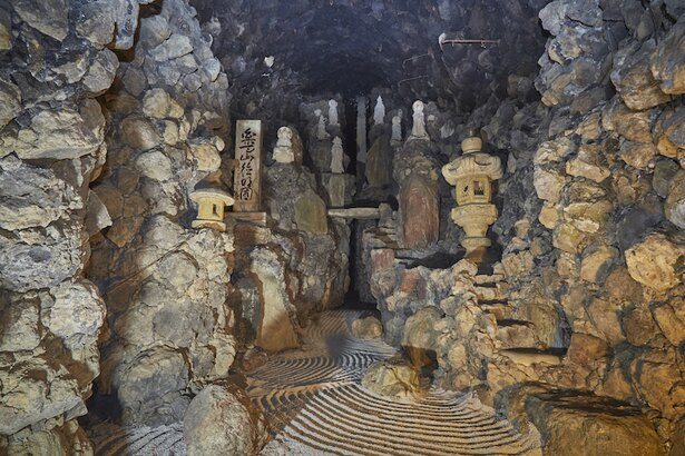 群馬県の観光スポット「洞窟観音」