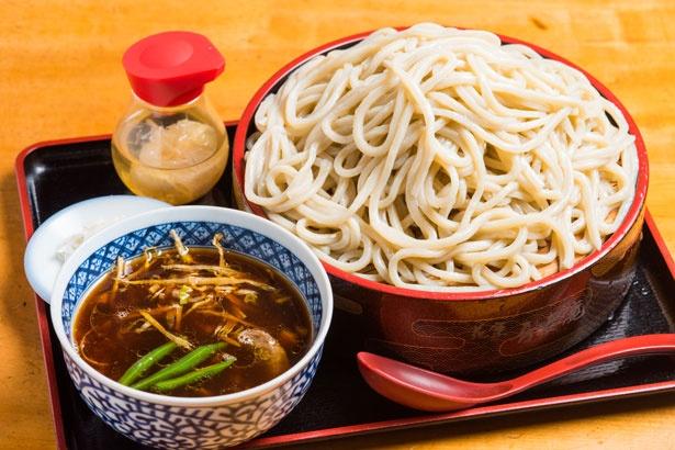 """牛骨つけ麺(850円)。写真は中太麺の大(400g)&""""ベジあり"""""""