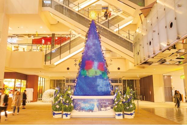 クリスマスのモチーフや文字なども映し出される