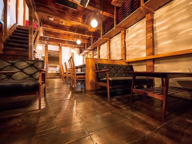 【画像を見る】昔ながらの風情とモダンなインテリアが見事に調和/二軒茶屋