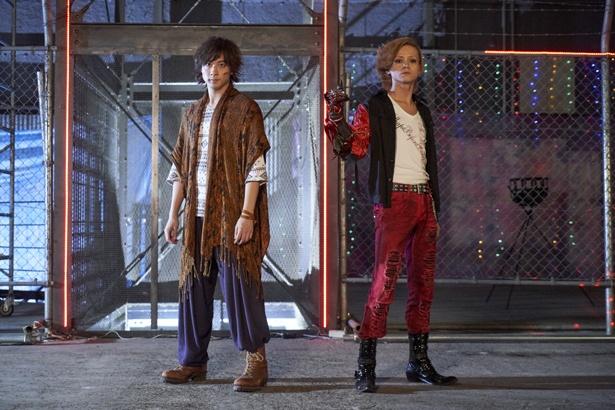 「仮面ライダーオーズ/OOO」に出演した、オーズ役の渡部秀(写真左)とアンク役の三浦涼介(写真右)も帰ってきた