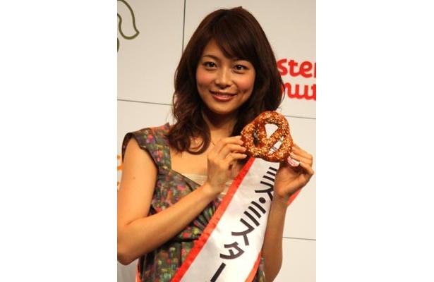 ミスタードーナツ「2010 春の新商品発表会」に登場した女優の相武紗季。バンクーバー冬季オリンピックのフィギュア女子の選手たちが「キラキラしていました」と語った