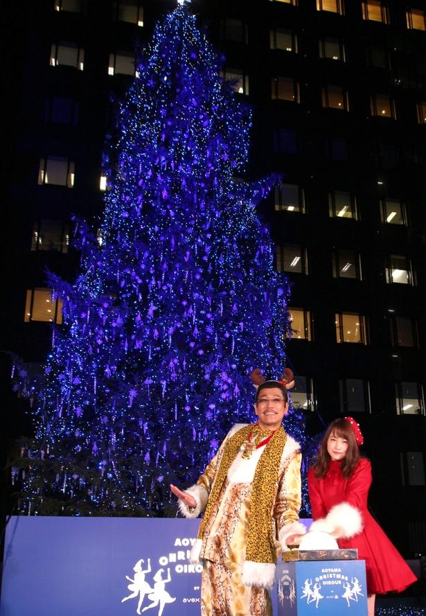 ピコ太郎と川栄李奈はクリスマスツリー点灯を行った