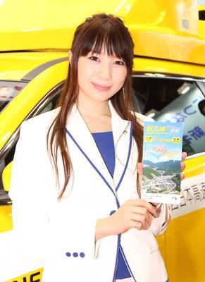 「西日本高速道路(株)」のブースで見つけた美人コンパニオン