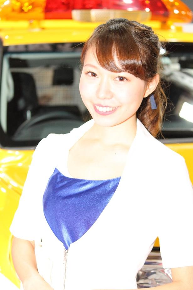 「阪神高速道路(株)」のブースで見つけた美人コンパニオン