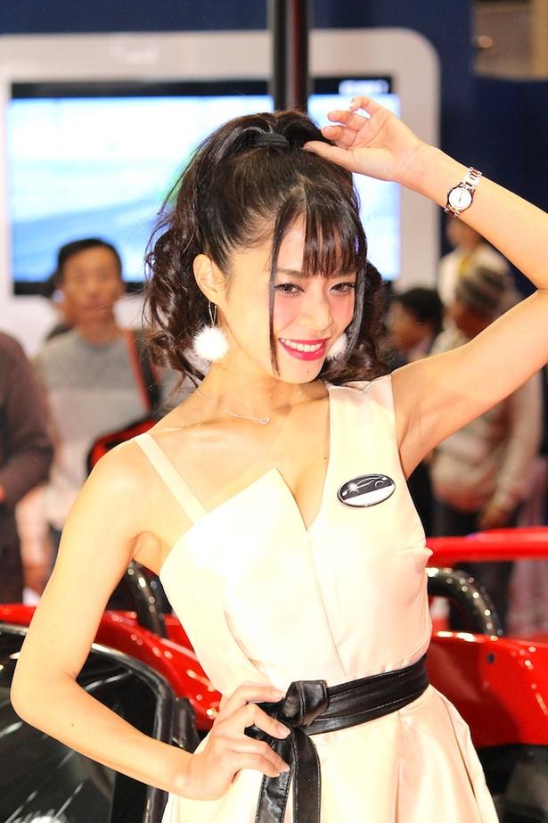 「中央自動車工業(株)」のブースで見つけた美人コンパニオン