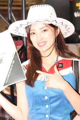 「TZ(トヨタ部品大阪共販(株))」のブースで見つけた美人コンパニオン