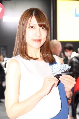 「メルセデス・ベンツ日本(株)」のブースで見つけた美人コンパニオン