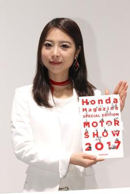 「本田技研工業(株)」のブースで見つけた美人コンパニオン