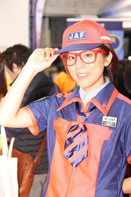 「JAF関西本部」のブースで見つけた美人コンパニオン