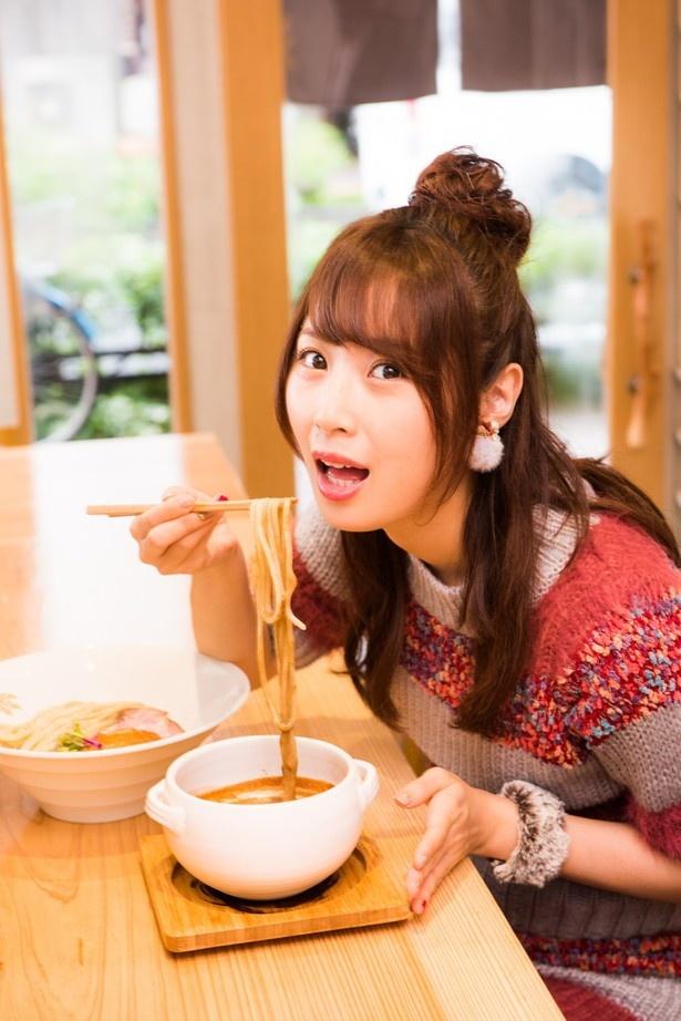 魚介の旨味が詰まったトロトロスープは、「すっごく私好みの味!」とご満悦