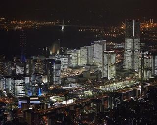ホテルや商業施設の明かりもイルミネーションの一部となっている
