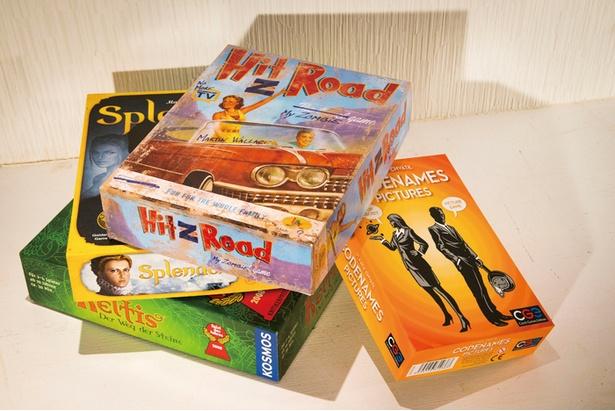 ドイツの年間ゲーム大賞を受賞した「キングドミノ」など、初心者でも楽しめるゲームがそろう