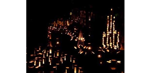 豆田町の通り沿いにもロウソクの灯りが揺れる