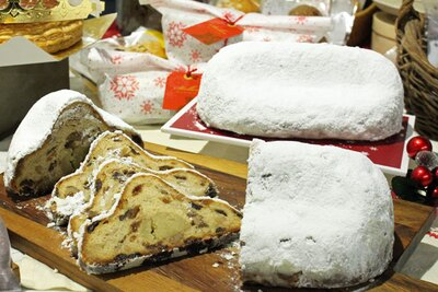 【写真を見る】ドイツ生まれのシュトーレン。本場ではクリスマスに向けて、少しずつ薄く切って食べる習慣がある
