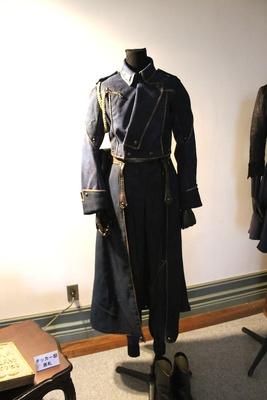 蓮佛美沙子演じるホークアイ中尉の衣装も展示/鋼の錬金術師 in KOBE
