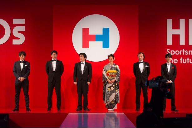 「HEROs AWARD」を受賞した6組の代表者