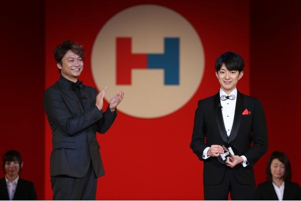 【写真を見る】「世界ゆるスポーツ協会」へのプレゼンターを務めた香取慎吾