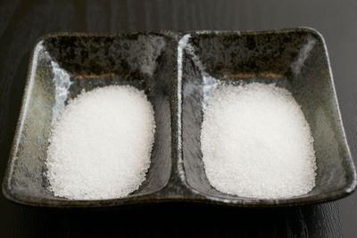 天然の甘味料ステビア(左)とエリスリトール(右)で代用/創作ローカーボダイニング 凛