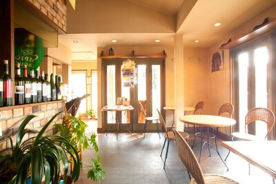 明るく落ち着いた雰囲気の店内/cafe jardin(カフェ ハルディン)