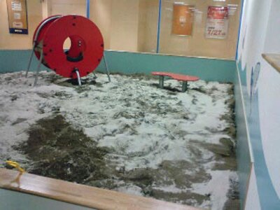抗菌の砂。今時は外の砂場を嫌がる子もいるそうです…