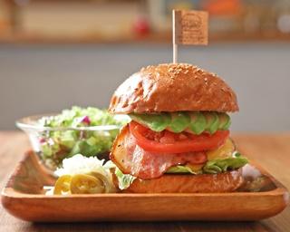 一番のおすすめは?16万通りの組み合わせから選ぶカスタムバーガー専門店「ミリアバーガー」