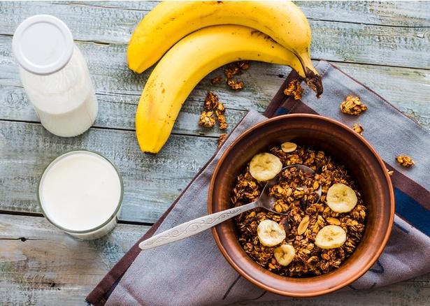 栄養満点で人気のグラノーラも、食べすぎるとかえって健康を損ないかねません