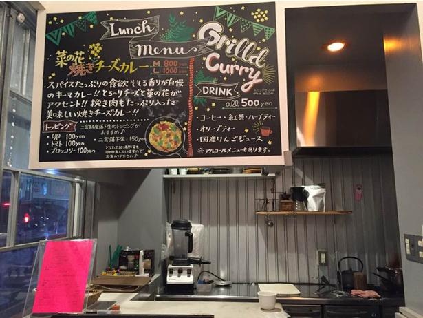 シェアオフィスオープン中の金曜、土曜のみ営業するカフェではキャンプ料理がメニューにラインナップ