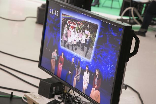 メンバー全員と丸々さんを撮影した点灯式の写真も公開