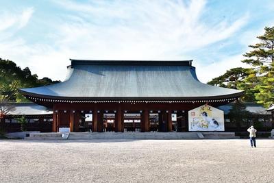 畝傍山を背にした外拝殿/橿原神宮