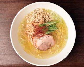鶏と魚介の風味が漂う「しおラーメン」(700円)/麺屋やまもと(静岡県静岡市)