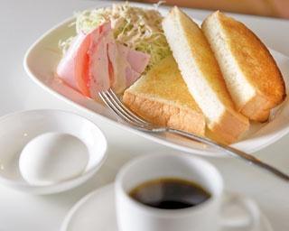カリッと焼いたトーストと、自慢のコーヒーで勝負をする静岡市。ゆっくり過ごす朝に合うのはこんなメニューかもしれない