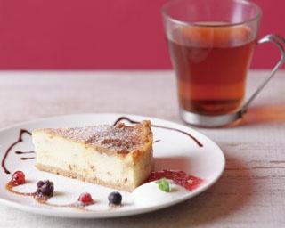 静岡市の「すずとらCafe」では、常時7~8種類のチーズケーキがショーケースに並ぶ。なかでもオススメは「塩キャラメルの チーズケーキ」(470円)