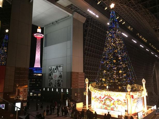 京都タワーとクリスマスツリーのコラボレーション!