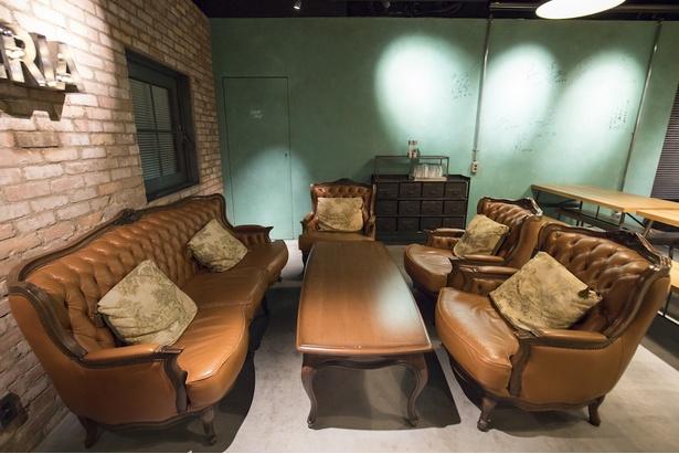 安藤徳隆さんが幼少期、祖父母の家で寝ていたこともある歴史ある家具