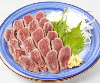 「鹿のたたき」(1000円)は、さっぱりとした味でシカ肉本来のウマさがGood