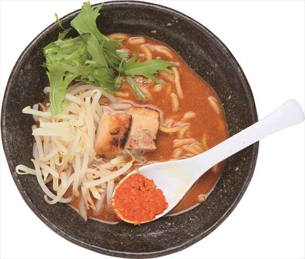 【写真を見る】ピリリとした辛さの濃厚豚骨辛麺「山」(720円)