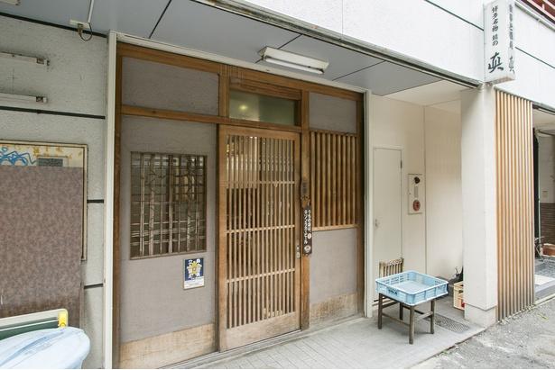 「水鏡天満宮」の裏路地に建つ穴場店