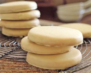 「御用邸ホワイトショコラチーズクッキー」(6枚入り1021円)/チーズガーデン