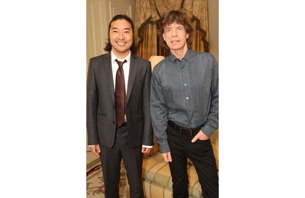 日本人ロックアーティストではトータス松本が初!