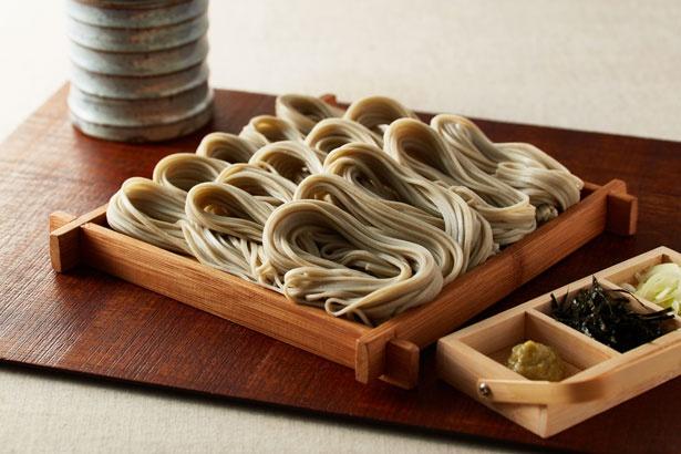 つなぎの布海苔が独特の風味とコシを出すの「へぎ蕎麦(冷)」(750円)