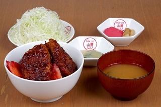 地元の旬の野菜がたっぷりの「TRATTORIA Ogozzo」の「Ogozzoサラダ」(800円)