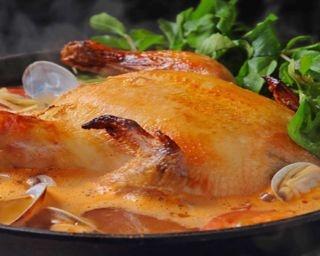 ジューシーな丸鶏とたっぷりのクレソンが堪能できる「Aloha Amigo 原宿」の進化系鍋
