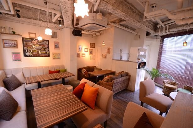 【写真を見る】一戸建て風の渋谷店、新宿東口店、池袋店では、人数に合わせて各階ごとの貸切利用もできる!写真は渋谷店