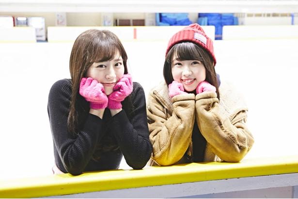 いま話題の冬のアクティビティに挑戦したHKT48の坂口理子(左)と熊沢世莉奈(右)