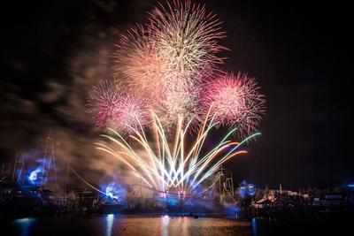 カウントダウン・モーメントでは、なんと3500発ものパイロ(直立型花火)が!/ユニバーサル・スタジオ・ジャパン