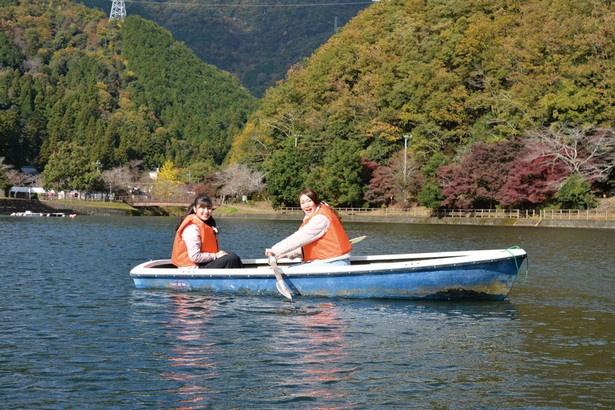 スタッフがコツを教えてくれるので、初めてボートに乗る人でも10分ほどでこげるように!