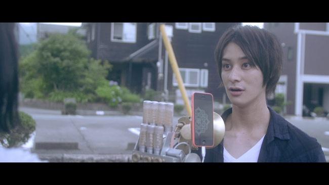 舞台版の「おそ松さん」に出演するなど人気の高崎翔太が明日夏と心を通わせていく青年・充を演じる
